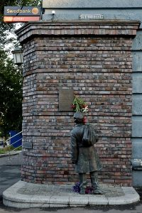 Памятник писателю Анатолию Кузнецову