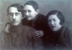 Исаак Трахтенберг с родителями, 1934 год