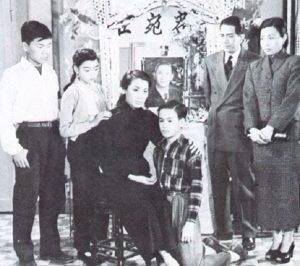 Брюс Ли с родителями, братом и сестрой. 1940-е годы