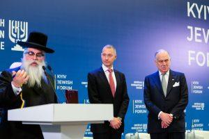 Во время награждения: Яков Дов Блайх, Борис Ложкин и Рональд Лаудер