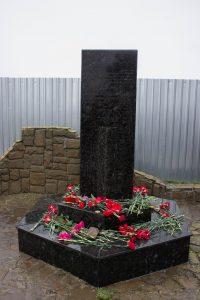 Памятный знак на месте гибели и захоронения евреев и крымчаков, 10-й км шоссе Симферополь-Феодосия