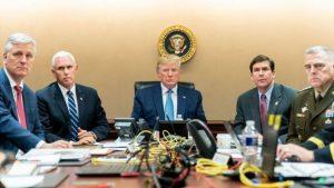 Дональд Трамп наблюдает за операцией спецназа по видеосвязи. «Это было очень четко, как кино», – скажет он через несколько часов. Вместе с ним за ходом ликвидации Абу Бакра аль-Багдади следили (слева направо) советник по нацбезопасности Роберт О'Брайен, вице-президент США Майк Пенс, министр обороны США Марк Эспер, глава Объединенного комитета начальников штабов Марк Милли