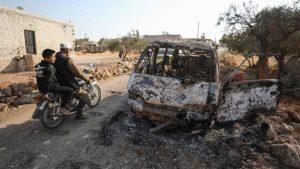 Полностью сгоревший автомобиль в деревне Бариша на северо-востоке Сирии, по которой был нанесен удар с вертолетов