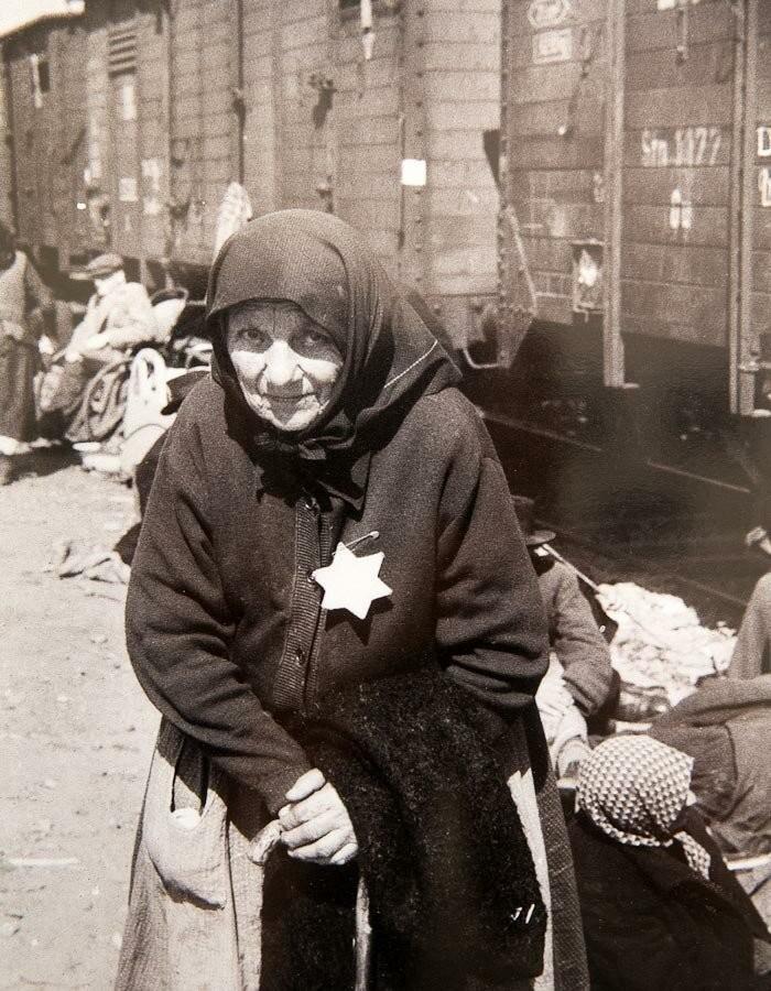 В преддверии выхода на британском телеканале Channel 4 нового документального фильма Auschwitz Untold («Аушвиц: нерассказанная история»), посвященного 75-й годовщине освобождения концлагеря, представленные фотографии были впервые отредактированы в цвете.