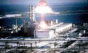 26 апреля 1986 года произошло разрушение четвертого энергоблока Чернобыльской атомной электростанции, которая находится всего в 110 км от Киева. В отличие от бомбардировок Хиросимы и Нагасаки, взрыв напоминал очень мощную «грязную бомбу» — основным поражающим фактором стало радиоактивное заражение