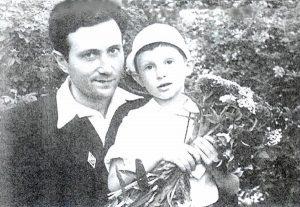 Арье Вильскер с сыном Эмиком, 1950 г.