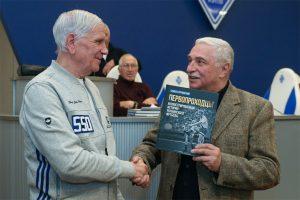 На презентации книги «Первопроходцы». Семен Случевский (справа) и заслуженный мастер спорта Андрей Биба