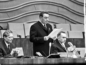 Михаил Суслов (слева), Леонид Брежнев и Николай Косыгин даже не подозревали, что общаются с американским шпионом