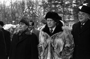 «Я с большим уважением отнесся к этому человеку», – вспоминал президент Форд о Брежневе. – Это был очень интересный человек. Он верил в коммунизм!»