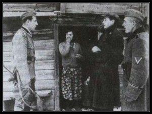 Начальник районной полиции и представители полевой жандармерии во время операции по задержанию евреев, 1942 год