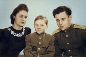 Евгения Степановна Лихалатова («мама Женя»), Володя и Семён Владимирович Высоцкий в г.Эберсвальде, Германия, 1947 год