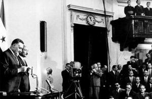 Хартумская конференция, 1967 год. Глава Египта Насер зачитывает резолюцию о «трех нет»