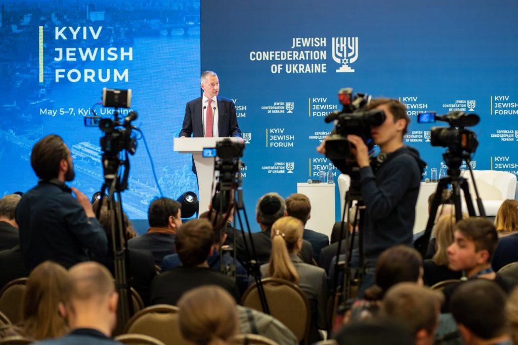 Во время выступления на Киевском еврейском форуме, 2019 год
