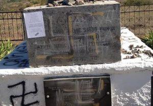 Оскверненный памятник в Богдановке