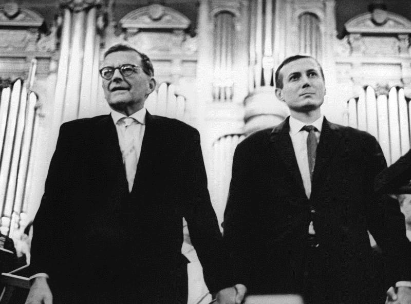Дмитро Шостакович і Євген Євтушенко на прем'єрі Тринадцятої симфонії у Великому залі Московської консерваторії. 18 грудня 1962 р.