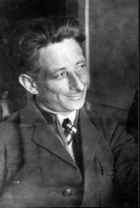 Взгляните на это фото! Такое хорошее, доброе, улыбчивое лицо. Это Макс Ефимович Спектор. Он погиб в 30-е годы от рук негодяев. Не долюбив, не построив множество прекрасных зданий, не заимев детей… Но так хочется, чтобы люди о нем узнали