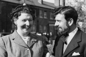 Джордж Блейк с матерью в 1953 году