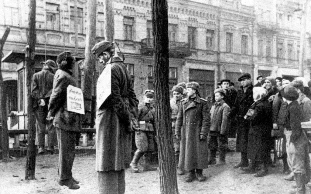Страчені нацисти. Київ, бульвар Т.Шевченка. Листопад 1943 р.