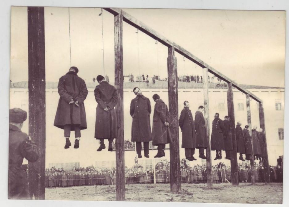 Страта нацистів на площі Калініна (нині – Майдан Незалежності), Київ, 29 січня 1946 р.