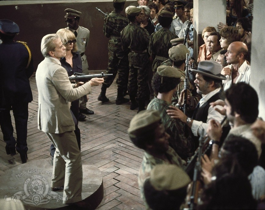 Кадр из кинофильма «Операция Йонатан» (реж. Менахем Голан, Израиль, 1977). После того, как террористы разделили заложников на евреев и всех остальных, в Израиле решили, что пойти на их условия уже невозможно – это будет национальным унижением